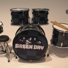 Copy-of-RGM323-Tre-Cool-Green-Day-