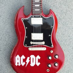 RGM646-Angus-Young-ACDC-logo